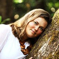 Emmi-leaning-against-tree